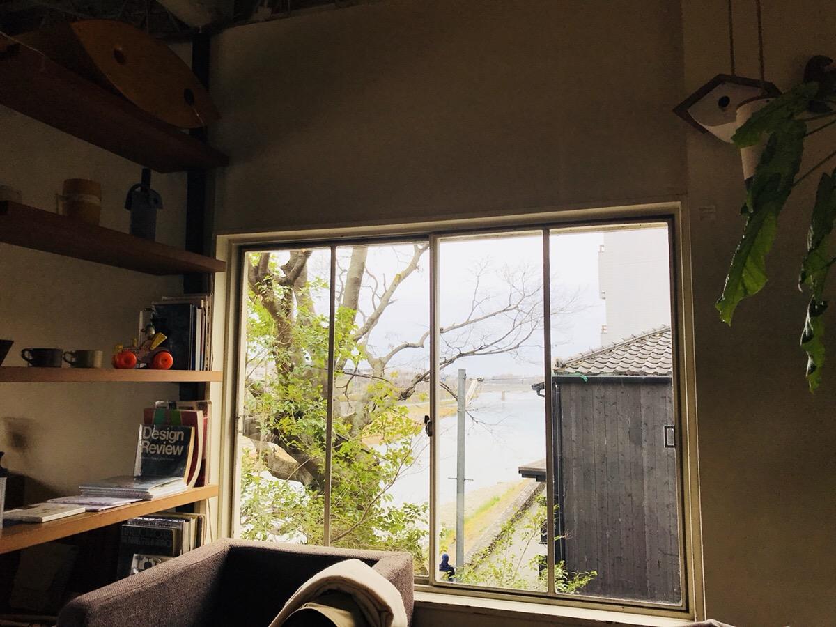 鴨川が見えるカフェ