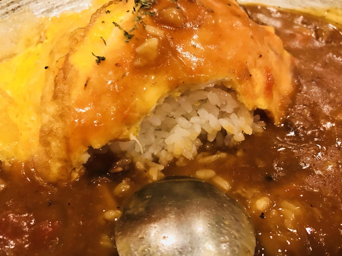前田珈琲の赤味噌オムハヤシライス